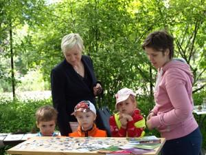 děti z mateřské školky u výstavky semen z botanické zahrady